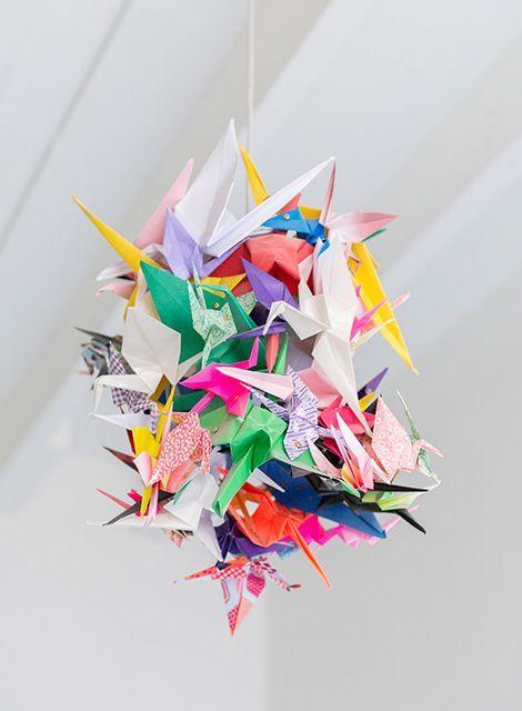 lampara hecha con grullas de papel