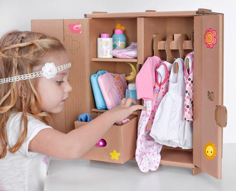 juguetes-de-carton-armario-2-muneco-cardboard-toys