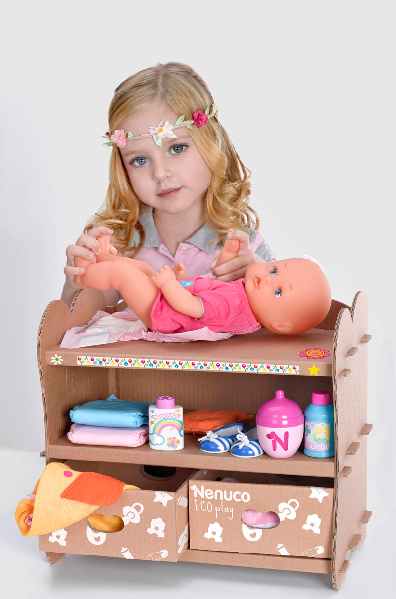 juguetes-de-carton-cambiador-muneco-cardboard-toys