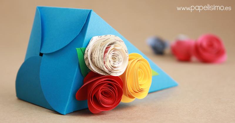 Caja-piramide-de-cartulina-con-forma-de-triangulos