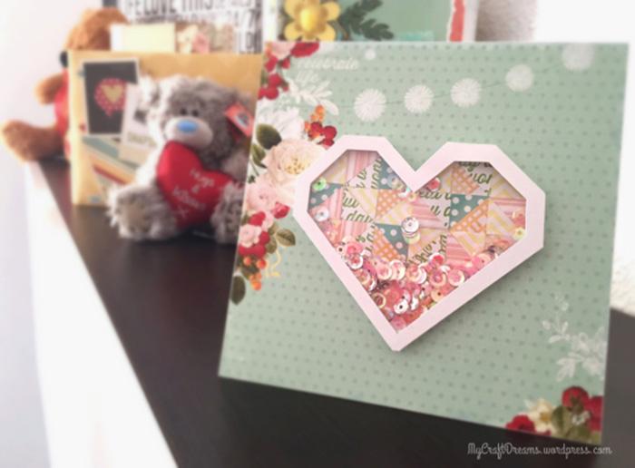 Tarjeta scrapbooking hecha con corazon geometrico y lentejuelas