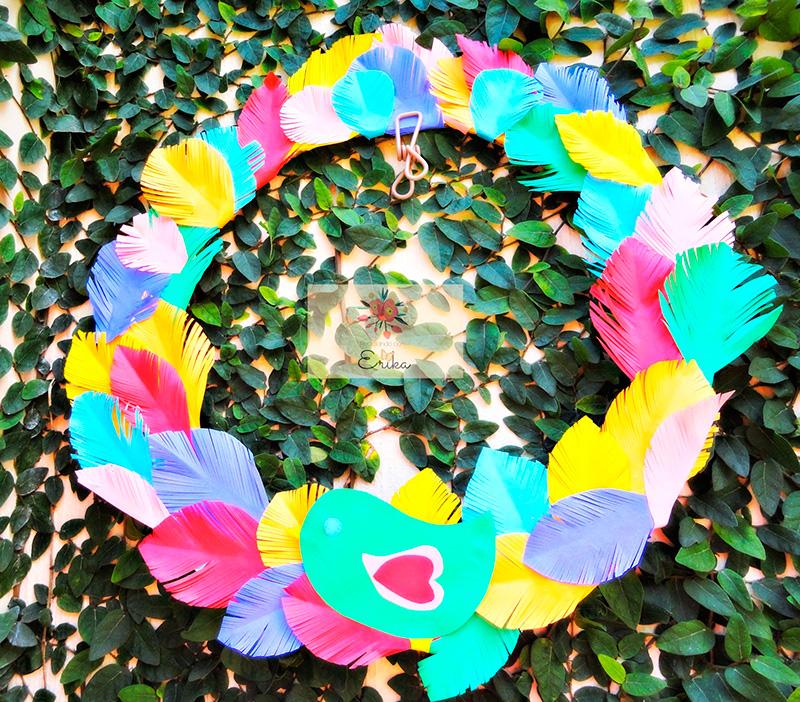 corona-decorada-con-plumas-de-papel