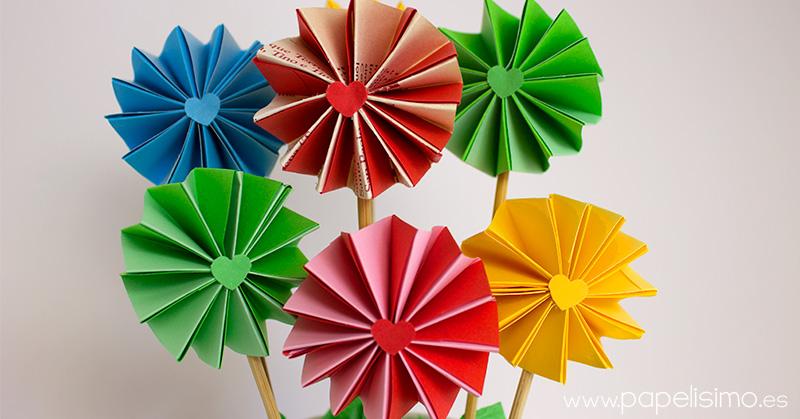 Flores-acordeon-de-papel-con-maceta-en-vaso-de-carton
