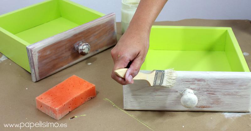 Como Pintar Un Mueble En Blanco.Como Pintar Muebles Efecto Envejecido Patina Papelisimo