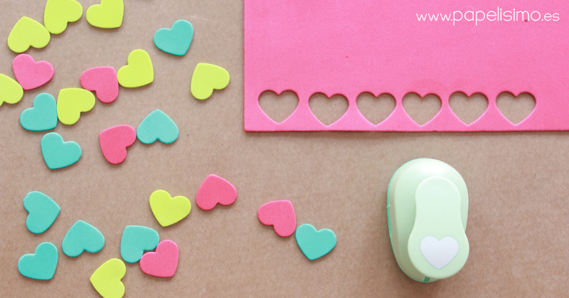 Como-hacer-mini-guirnaldas-de-corazon-con-goma-eva-foami