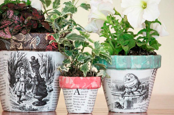Macetas-periodico-decoupage--Plant-pots