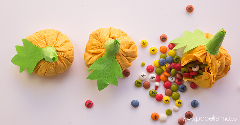 Calabaza-de-papel-rellena-de-caramelos-Halloween-2