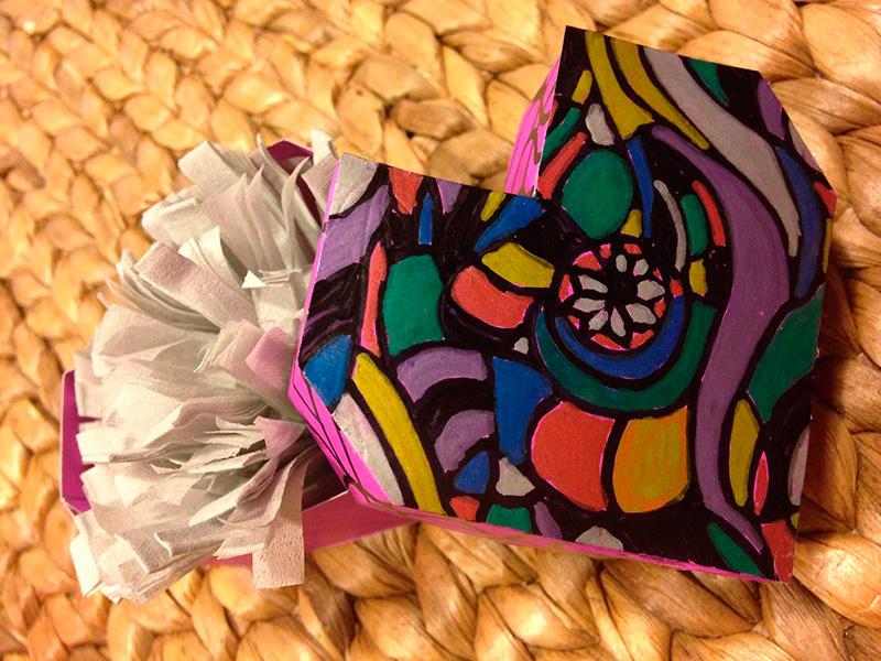 Caja-de-corazón-decorada-con-mandala