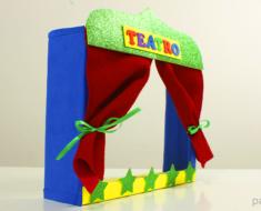 Teatro de marionetas casero con caja de carton para niños